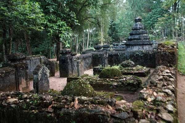 Nghĩa trang thái giám hiu quạnh trong chùa Từ Hiếu