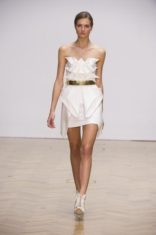 """Little White Dress - chiếc váy """"quyền lực"""" của phái đẹp Hè 2013 7"""