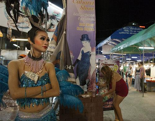 Du lịch Thái: Vũ công chuyển giới làm gì sau cánh gà? - 8