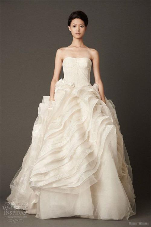10 váy cưới lý tưởng cho nàng ngực nhỏ, eo to - 6