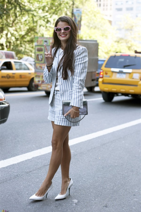 Quyến rũ và hiện đại như street style tháng 8 của phái đẹp châu Âu 11