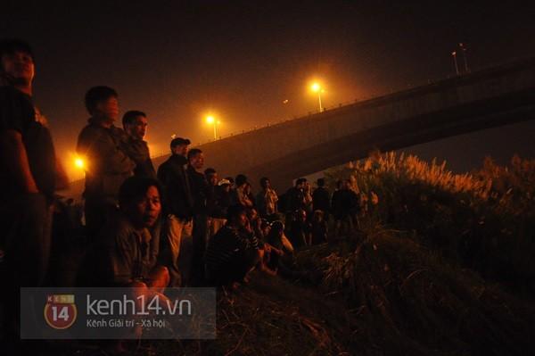 Đêm thứ 6 nằm dưới lòng sông, đội cứu hộ vẫn chưa tìm thấy thi thể chị Huyền 6