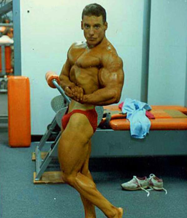 """Choáng với thân hình biến dạng khủng khiếp của những người """"cuồng"""" gym 9"""