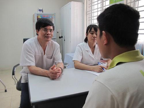 Tư vấn cho bệnh nhân về vấn đề nam học.