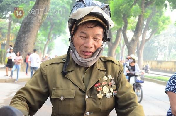 Từ tờ mờ sáng nay, người dân Hà Nội đã đến khóc thương Đại tướng 38