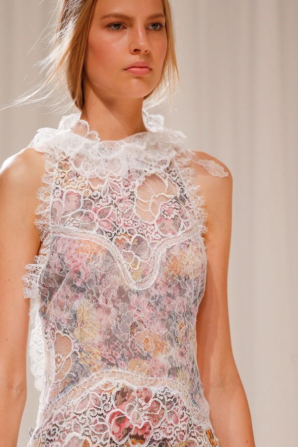 Loạt xu hướng xưa cũ quay trở lại tại Paris Fashion Week 17