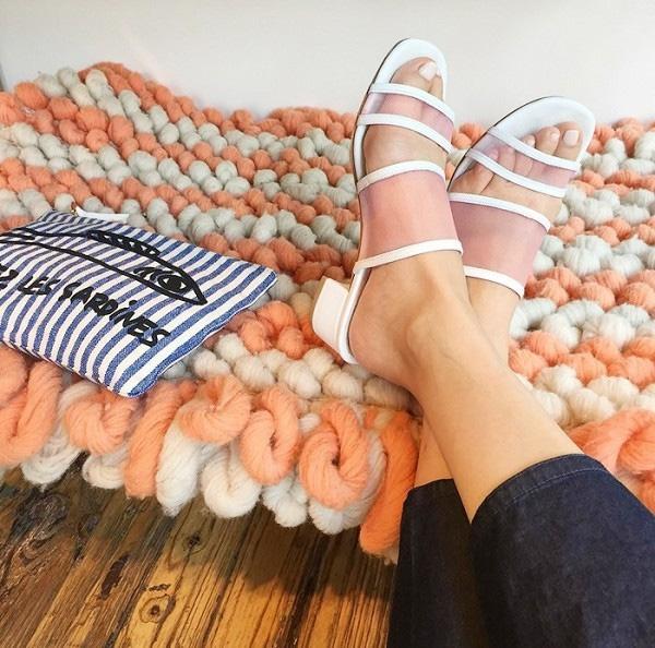 Sandals lai mules cách tân như thế này chính là kiểu sandal đang được săn đón nhất hiện nay