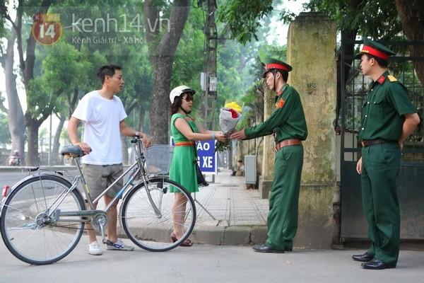 Từ tờ mờ sáng nay, người dân Hà Nội đã đến khóc thương Đại tướng 14
