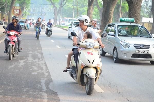 Từ tờ mờ sáng nay, người dân Hà Nội đã đến khóc thương Đại tướng 42