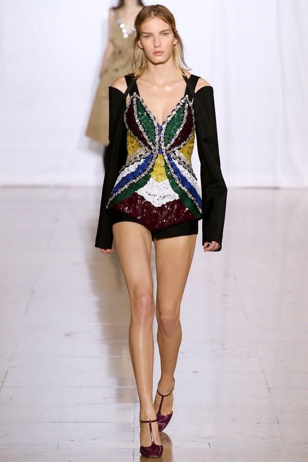 Loạt xu hướng xưa cũ quay trở lại tại Paris Fashion Week 15