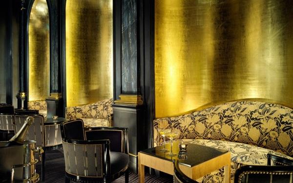 Nội thất dát vàng làm cho qu���y bar ở khách sạn Savey ở London hút các thượng khách siêu sang.