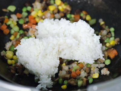 Công thức cơm thập cẩm cuộn trứng cho bữa sáng thịnh soạn 4