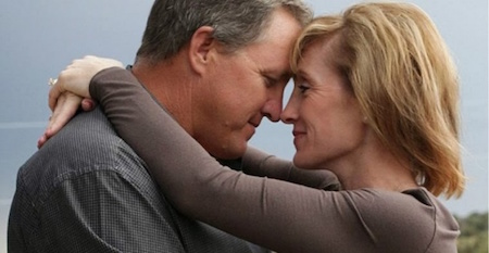 """Cốt truyện lãng mạn như mơ của """"The vow"""" thực chất lại được lấy cảm hứng từ những sự kiện có thật của cặp đôi Krickitt và Kim Carpenter. Người vợ Krickitt cũng gặp một tai nạn rồi quên đi mọi thứ như trên phim và người chồng Kim phải vô cùng nỗ lực để khiến cho bà xã """"yêu lại từ đầu"""" với mình. Cuối cùng, Krickitt vẫn không thể nhớ ra mọi chuyện nhưng cặp đôi đã thắp lại ngọn lửa yêu thương và đã có với nhau hai người con. Kim Carpenter đã hạnh phúc chia sẻ lại câu chuyện đời mình trong cuốn hồi ký """"The vow"""", cũng chính là nền tảng để xây dựng lên bộ phim cùng tên do Rachel McAdams và Channing Tatum thủ vai."""