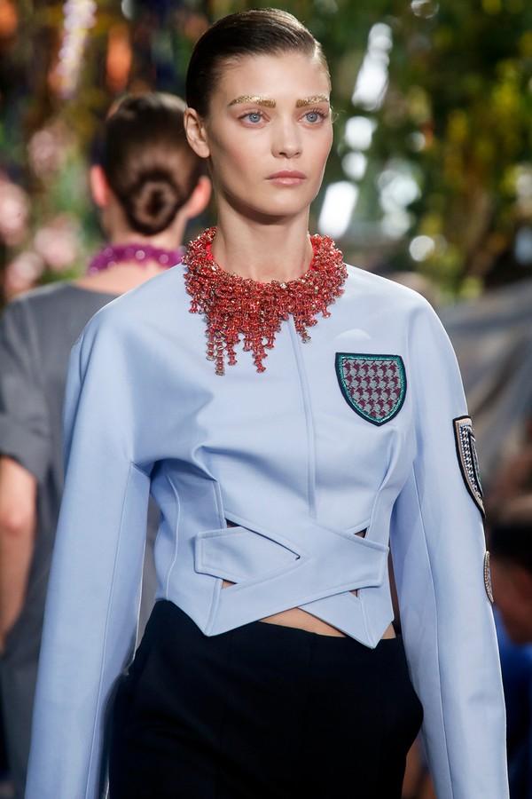 Loạt xu hướng xưa cũ quay trở lại tại Paris Fashion Week 24