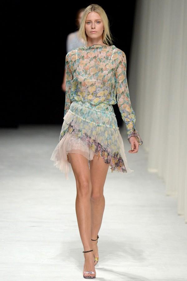 Loạt xu hướng xưa cũ quay trở lại tại Paris Fashion Week 16