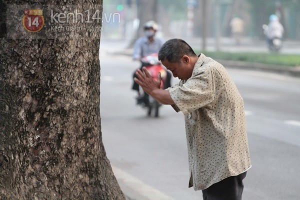 Từ tờ mờ sáng nay, người dân Hà Nội đã đến khóc thương Đại tướng 21