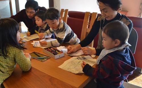 Trong gia đình Nhật, từ ông bà đến bố mẹ đều không so sánh trẻ với nhau.