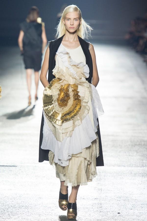 Loạt xu hướng xưa cũ quay trở lại tại Paris Fashion Week 21