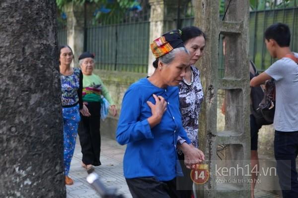 Từ tờ mờ sáng nay, người dân Hà Nội đã đến khóc thương Đại tướng 23