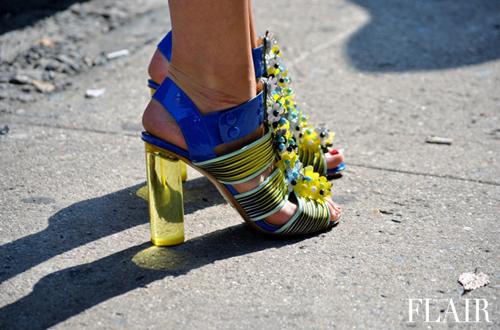"""""""Refresh"""" style ngày hè với giày cao gót trong suốt 8"""