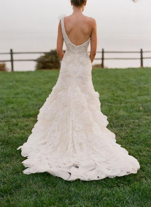 Váy cưới tôn lưng thon mềm mại lên ngôi mùa thu - 12