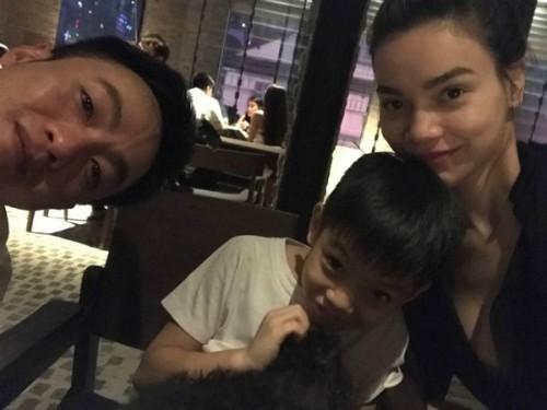 Cường Đôla cũng từng đăng hình ảnh Hồ Ngọc Hà âu yếm bên con trai Subeo và khẳng định: Chúng ta là một gia đình dù có gì xảy ra đi chăng nữa.