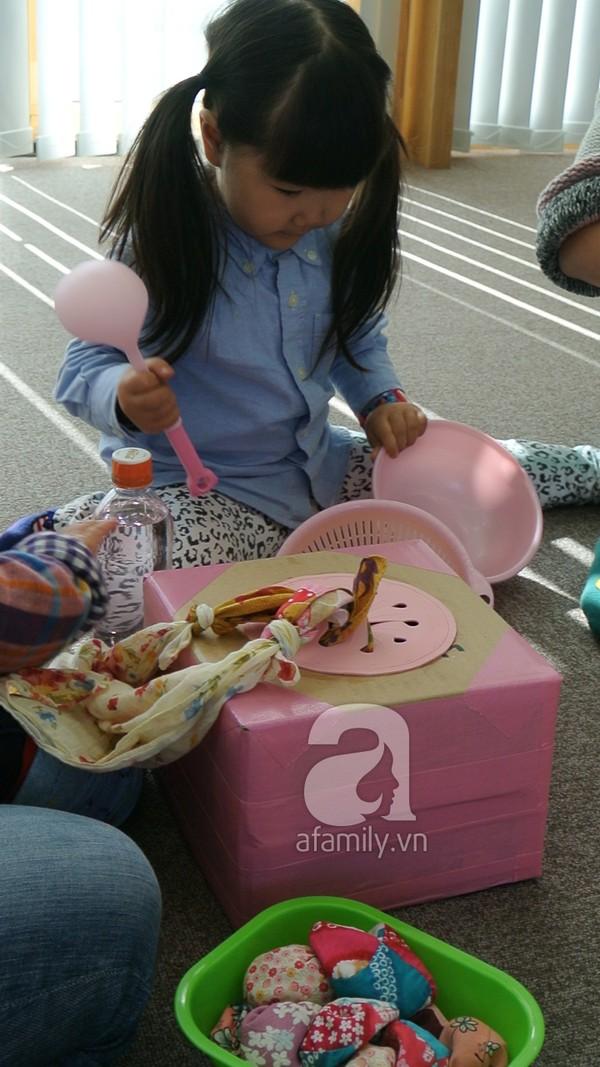 """""""Đột nhập"""" lớp dạy cách chơi với con cực hay của mẹ Nhật tại Tokyo 15"""