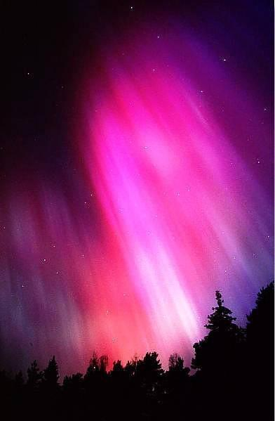 Cực quang tím hồng - một trong những hiện tượng thiên nhiên đẹp nhất trên thế giới