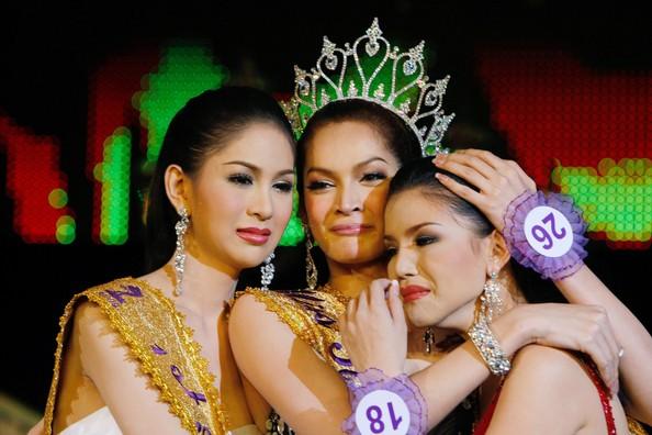 Giây phút đăng quang hạnh phúc của hoa hậu Sorrawee
