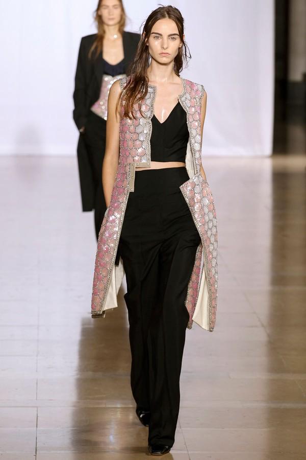 Loạt xu hướng xưa cũ quay trở lại tại Paris Fashion Week 4