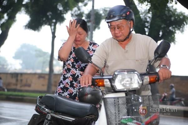 Từ tờ mờ sáng nay, người dân Hà Nội đã đến khóc thương Đại tướng 9