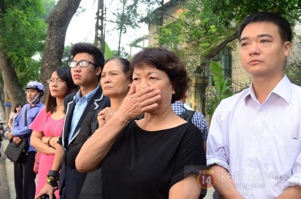 Từ tờ mờ sáng nay, người dân Hà Nội đã đến khóc thương Đại tướng 29