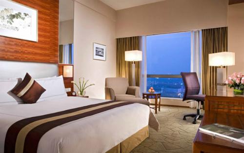 Hotel-Room-2638-1406796531.jpg
