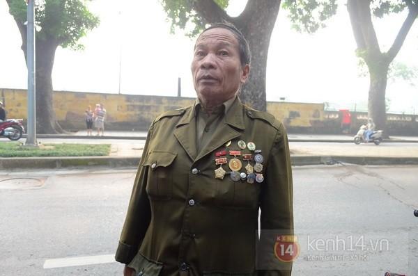 Từ tờ mờ sáng nay, người dân Hà Nội đã đến khóc thương Đại tướng 26