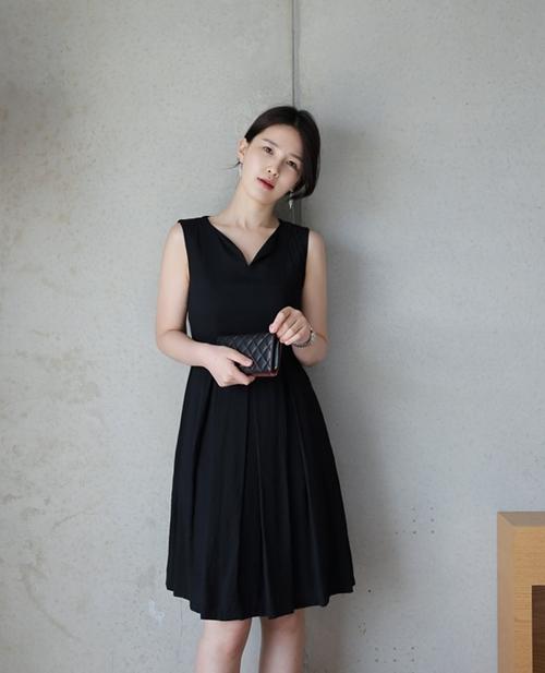 Ai bảo mặc váy đen nhanh chán, hãy xem lại! - 13