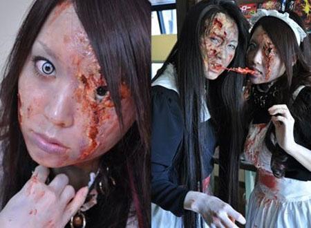 Nhân viên hóa zombie phục vụ khách hàng.
