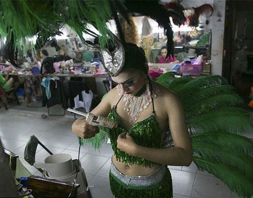 Du lịch Thái: Vũ công chuyển giới làm gì sau cánh gà? - 7