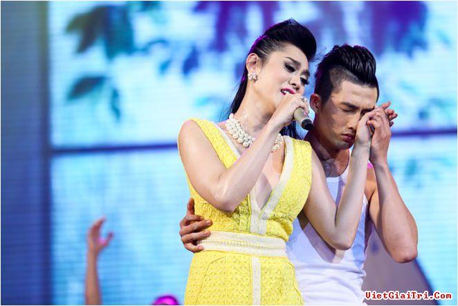 Lâm Chi Khanh liên tục gặp sự cố trong liveshow để đời