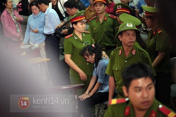 Chịu mức án 3 năm tù giam, bị cáo Lý khóc ngất, bị cáo Phương cúi đầu xin tha thứ 18