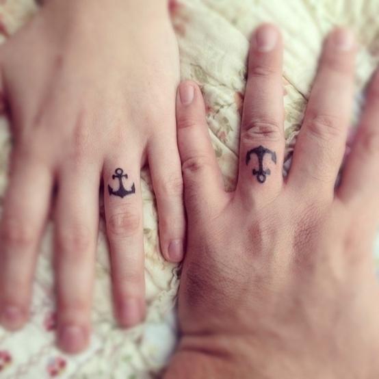 Độc đáo những hình xăm đẹp đôi ở ngón đeo nhẫn