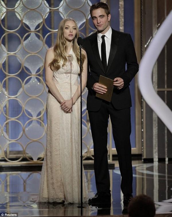 """Robert Pattinson """"đá"""" Kristen Stewart 2"""