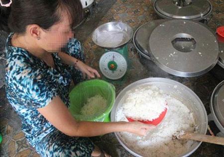 """""""Ăn bẩn sống lâu"""": Bi kịch mâm cơm hóa chất người Việt"""