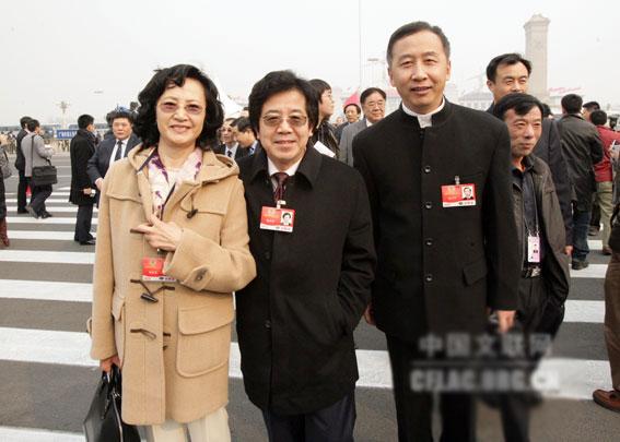 Dương Xuân Hà (ngoài cùng bên trái) giờ đã ở tuổi lên lão.