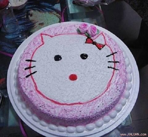 Hello Kitty cũng không khá khẩm hơn!