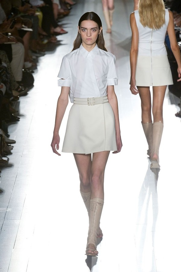 """Little White Dress - chiếc váy """"quyền lực"""" của phái đẹp Hè 2013 3"""