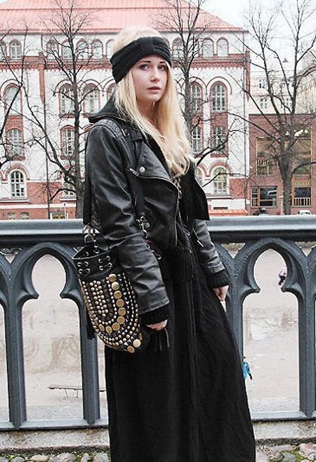 Jacket da – hot trend của mùa đông năm nay sẽ làm nên một cặp đôi hoàn hảo khi mix với váy maxi thướt tha