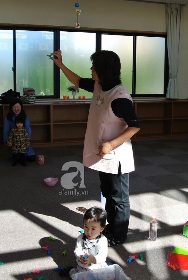 """""""Đột nhập"""" lớp dạy cách chơi với con cực hay của mẹ Nhật tại Tokyo 17"""
