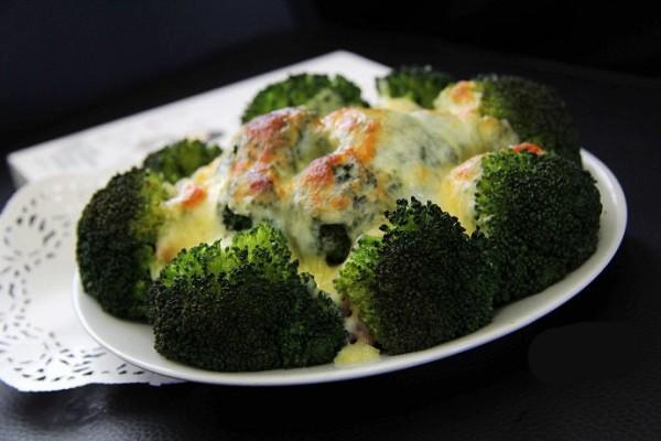 Hoa lơ bỏ lò với phô mai và thịt hun khói thơm phức 8