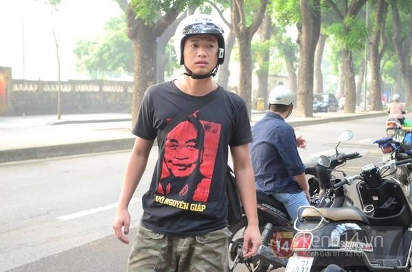 Từ tờ mờ sáng nay, người dân Hà Nội đã đến khóc thương Đại tướng 30