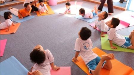 yoga vào học đường